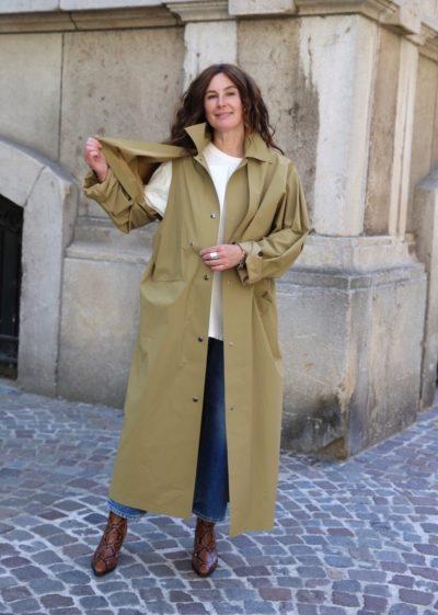 Reversible pop oil cape coat in camel by KASSL editions