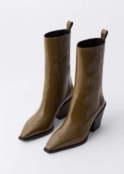 'Ari' patent boots by Aeyde