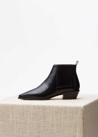 'Bea' calf black boot by Aeyde