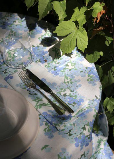 'Blue Hortensia' linen napkins (set of 6) by Bernadette