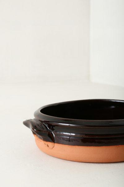 Round oven dish by Vincenzo Del Monaco