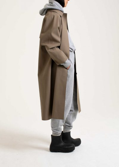 Original coat below the knee in rubber taupe by KASSL editions