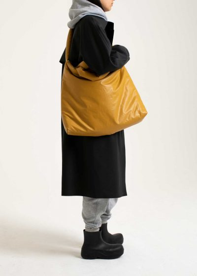 Pillow bag L in oil harvest gold by KASSL editions