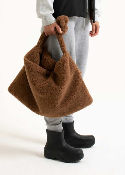 Square bag S in faux sheepskin by KASSL editions