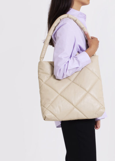 Quilted bag M in oil sand by KASSL editions