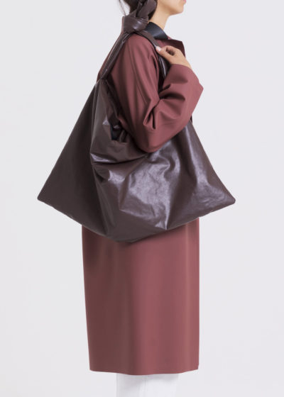 Square bag M in dark brown by KASSL editions