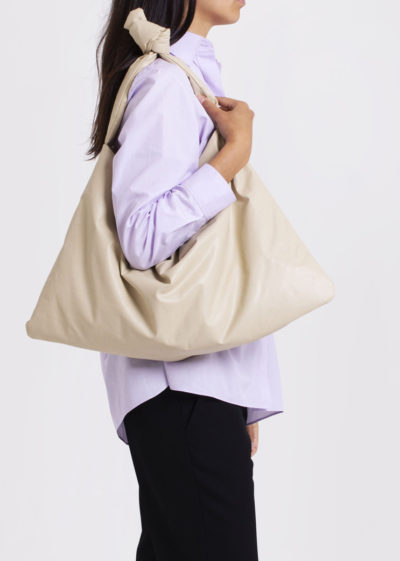 Square bag S in oil sand by KASSL editions