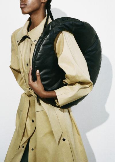 Kassl Editions Hs21 Coat Kimono Below Trench Beige Belt Bag Circle Medium Oil Blackkopie