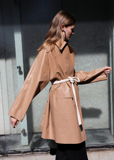 Oil camel coat above the knee by KASSL editions