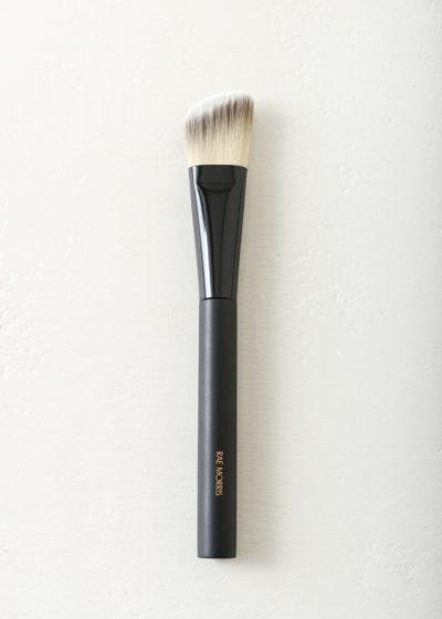 Brush 24 foundation contour by Rae Morris