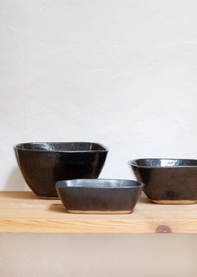 Dinnerware set black by Atelier Pierre Culot