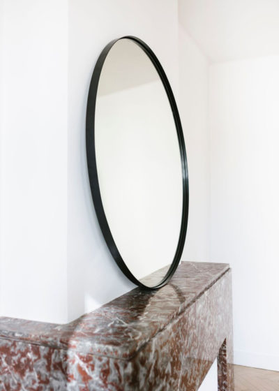 Tall 'Béatrice' mirror in black lacquered steel by illus