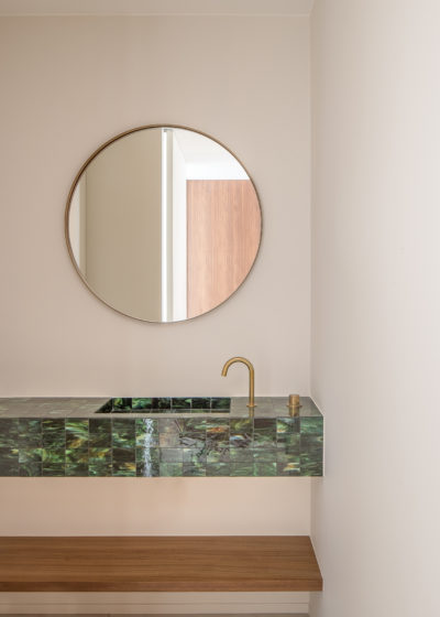 Small 'Béatrice' mirror in aged brass by illus